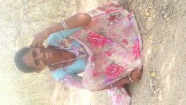 Mature Aunty Out Door pee Record By Husband