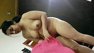 After sex Desi man films how attractive XXX partner puts on clothes