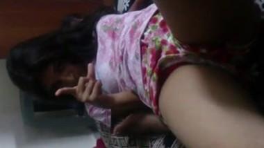Tamil girl showing ymmu boobs