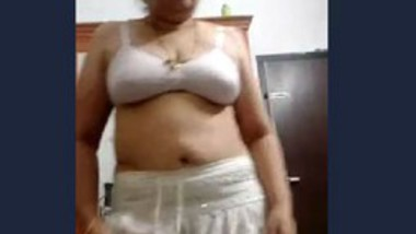 Desi aunty show her big ass and pussy