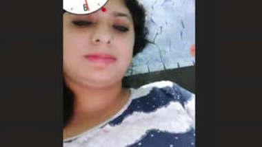 Hot Desi bhabhi masturbating