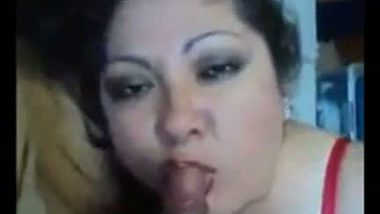 Dirty house wife's hot blowjob MMS