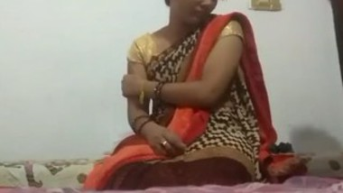 Desi cute bhabi in saree sex