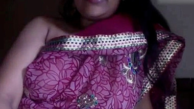 Classy Desi camgirl flashes her natural boobs during XXX show at home