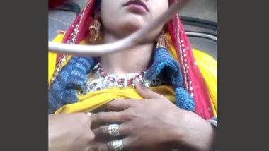 Desi village wife show her nic boobs
