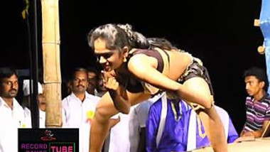 Dazzling Indian hottie performs amazing sex dance on the XXX stage