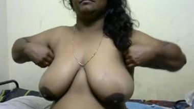 Tamil Devipriyaa Aunty On Strip Chat-1