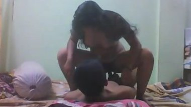 Long-haired sweetie rides boyfriend's XXX pole to Indian music