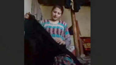 Beautiful Paki Girl Showing