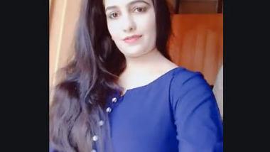 Desi cute bhabi nice boobs n pussy