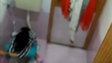 Sexy indian bhabhi peeing video caught on camera