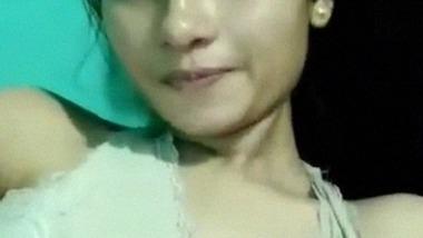 Nude Assame girl writing Aaftab of her legs