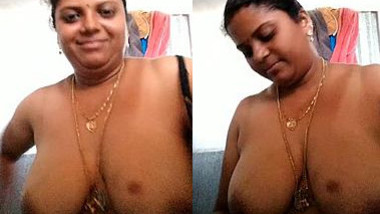 Webcam show takes plump woman to take outfit off exposing XXX boobs