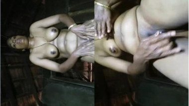 Lovely Indian rudely masturbates her XXX snatch in solo sex video
