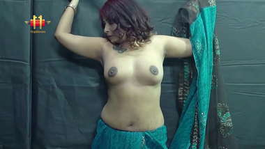 Indian Single Moms undressing show