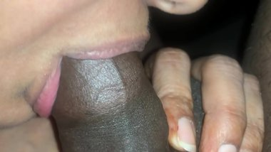 Super Closeup Sucking Video by a Very beautiful skiny and sexy Indian Lady