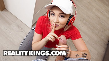 Reality Kings - Hot Chick Marilyn Sugar Fucks Her BF After They Have A fight