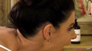 Lesbian massause makes client squirt - India Summer, Kiarra Kai