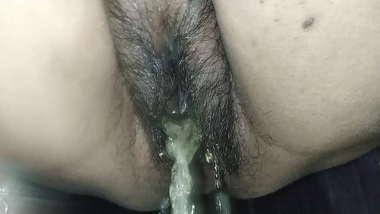 Desi high speed pee close up