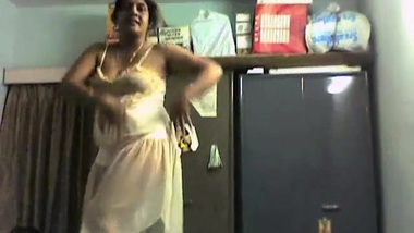 Horny mommy aunty seductive dance!!!