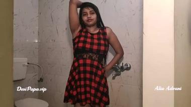 tamil college girl alia advani taking shower
