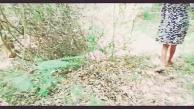 Srilankan outdoor sex කෙල්ලව අරන් හොරෙන්ම ගියා