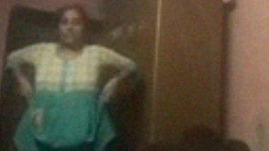 Desi village mami stripping salwar kameez nude MMS