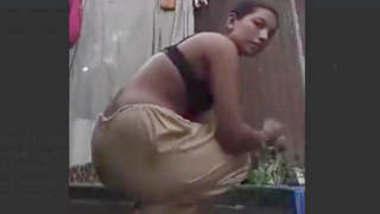 Bangladeshi Married Village Bhabi Bathing Video For Husband