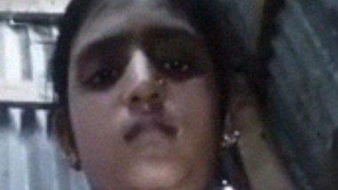 Hot Indian Girl Showing Cute Tits