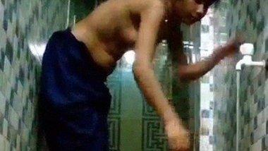 Bangladeshi Bhabi Peeing & Washing Sweet Pussy