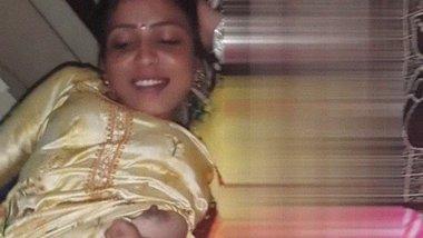 Desi Breastfeeding time nude MMS video