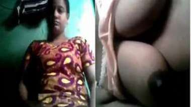 Naughty Desi chick takes off sari to demonstrate her XXX knockers