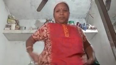 Desi aunty show her big boob