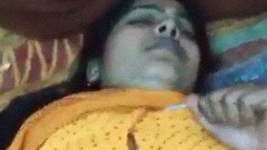 Saree XNXX sex video of yellow saree aunt