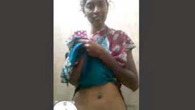 Indian Bangli village bhabhi boobs showing