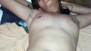 Indian boy drills shaved XXX cunt of wife and takes it out for cumming