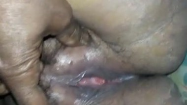 Desi aunty pussy play her husband