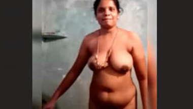 Desi Mallu Bhabhi Bathing Vdo