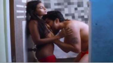 Hindi blue film showing lovers bathroom sex