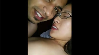 Excited Desi guy impales XXX pussy of Chinese GF in darkened room