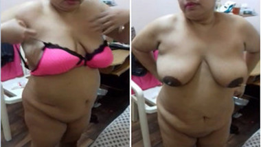 Obedient Indian wife doesn't mind showing saggy XXX tits for hubby
