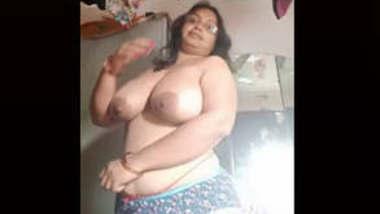 Tanker Desi Bhabi showing boobs
