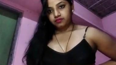 Desi cute village bhabi show her big boobs selfie video