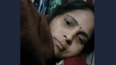 Desi bhabi showing her boobs on video call with lover-2