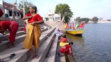 Tamil old aunties bathing gonga openly. HUGE...