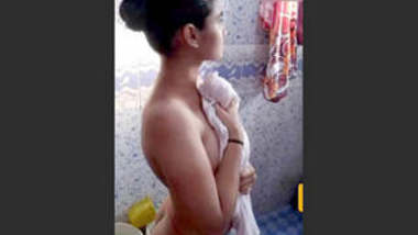 Sexy Tamil Showing Nude Body