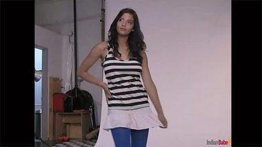 Solo chudai photo shoot of long-legged Indian girl with nice body