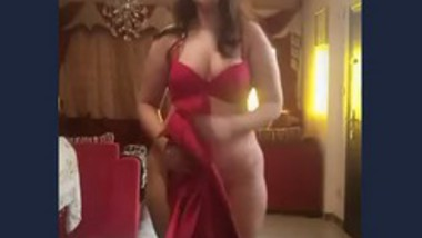 Beautiful girl showing her nude body