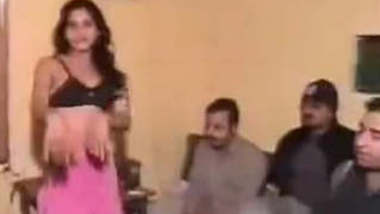 lucknow girl nude dance infront of guys