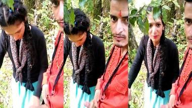 Desi girlfriend giving handjob to boyfriend outdoors